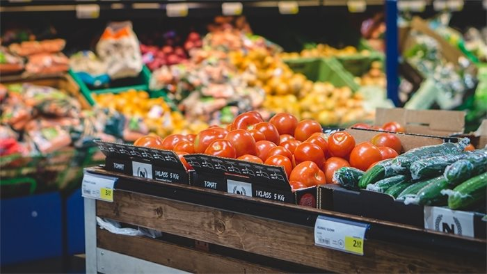 Supermarkets and restaurants should have healthy food targets, says food charity