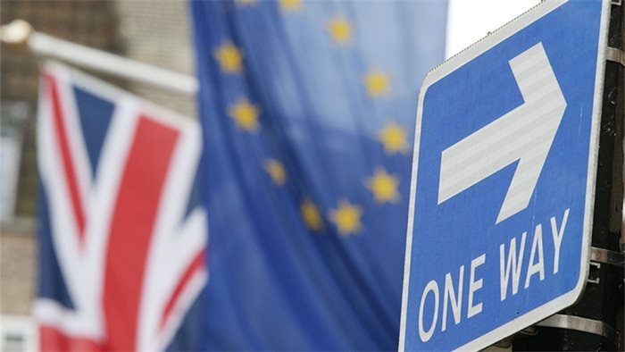 UK to negotiate keeping current trade deals with non-EU countries weeks before leaving bloc